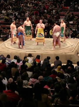 Canciones de Sumo durante el Torneo de caridad NHK (Foto: Akinomaki, Sumo Forum)
