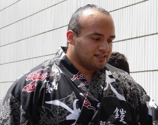 El egipcio Osunaarashi haciendo su entrada en el Kokugikan de Tokio (Foto Yubinhaad, Sumoforum.net)