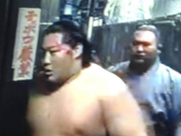 El Maegashira Endo acabó con el rostro marcado tras la jornada de hoy