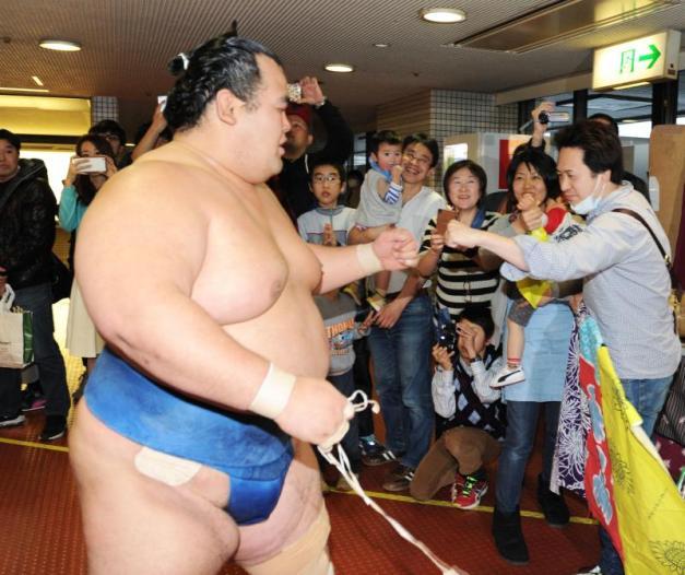 A pesar del apoyo de sus fans, Kotoshogiku no será Yokozuna en mayo