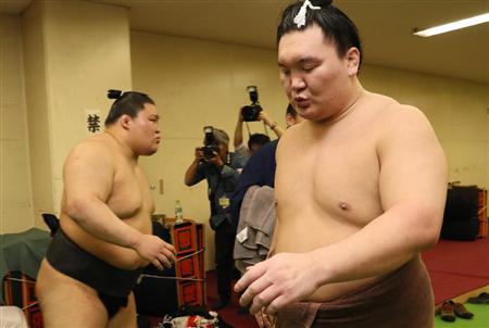 El Ozeki Goeido y el Yokozuna Hakuho, protagonistas del combate más interesante de la jornada de hoy (Foto: Sumoforum.net)