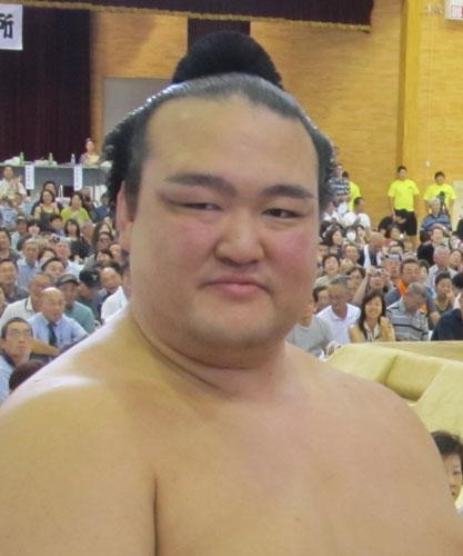 El Ozeki Kisenosato sigue invicto en un torneo en el que, de conseguir la victoria, podría encumbrarle al rango de Yokozuna
