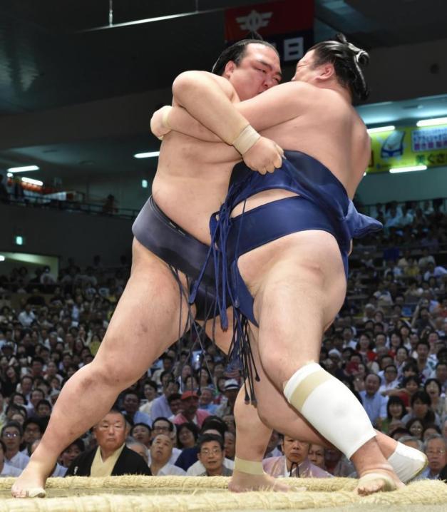 Nueva victoria del Ozeki Kisenosato que se mantiene en cabeza del Nagoya Basho (Foto: Sumoforum.net)