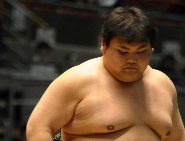 El joven Yamaguchi vuelve a Juryo tan sólo un torneo después de haber perdido la categoría (Foto: Martina Lunau)