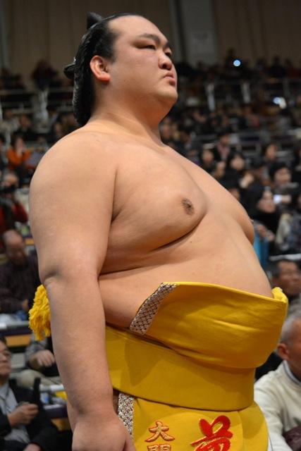 El Ozeki Kisenosato derrotaba hoy al Yokozuna Kakuryu para igualar aún más la lucha por el título (Foto: Martina Lunau)