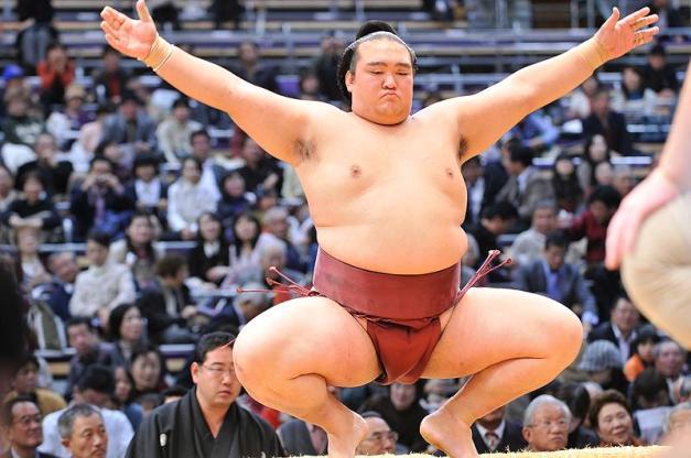 El Ozeki Kisenosato derrotó al Yokozuna Hakuho y aspira aún a conseguir su primer título de la máxima categoría (Foto: Martina Lunau)