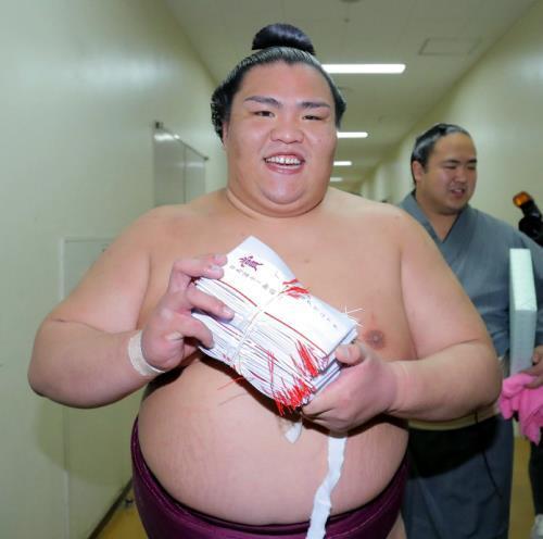 Nueva victoria de Mitakeumi ante un Yokozuna (Foto: SumoForum.net)
