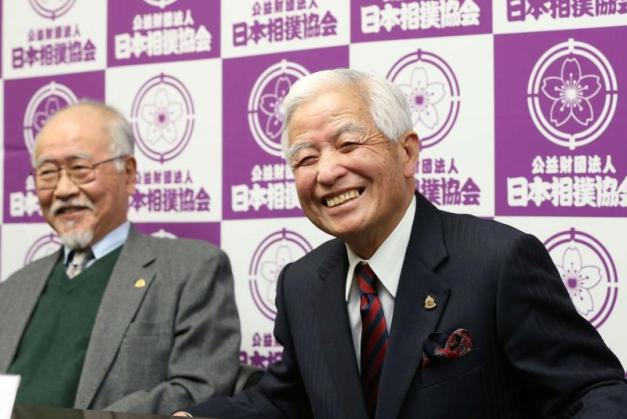 Relevo en la dirección del Comité para la Deliberación de Yokozuna (Foto: SumoForum.net)