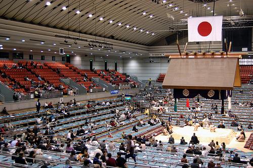 Esta imagen del pabellón de Osaka medio vacío no se verá ningún día durante el próximo Haru Basho